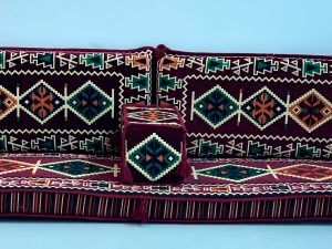cushion bordo